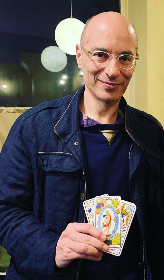 Bernard Werber utilise l'art divinatoire du tarot pour décider du sort de son héros