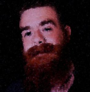 visage cramoisi à la barbe hirsute